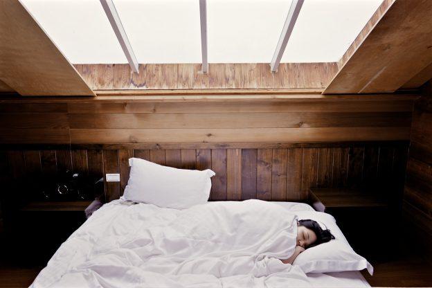 Bien positionner son lit – Quelle est la bonne orientation pour dormir